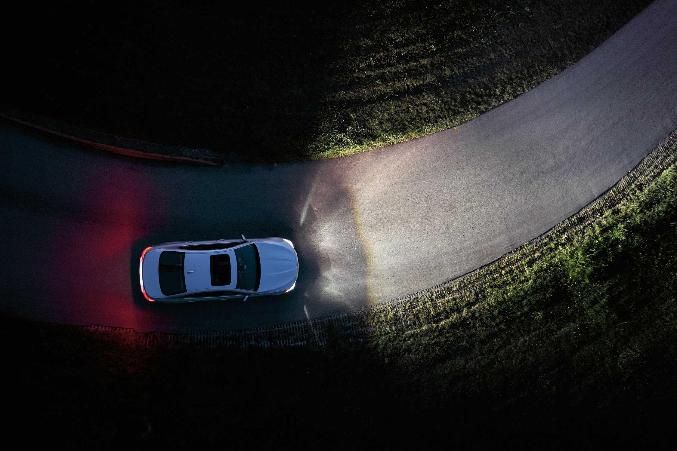 The new BMW 5 Series Sedan, Adaptive Headlights (11/2009)