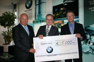 BMW Werk Steyr – Spende an Lions-Quest – Rudolf Handlgruber – Heinrich Kaltenhuber Lions-Quest – Gerhard Wölfel Werksleiter (11/2009)