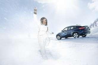 Katarina Witt, Olympia-Botschafterin der BMW Group, mit BMW X6 in Kärnten (02/2010)