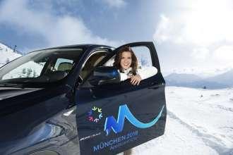 Katarina Witt, Olympia-Botschafterin der BMW Group, im BMW X6 (02/2010)