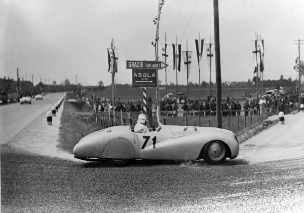 "BMW 328 ""Mille Miglia"" 'Trouser Crease' Roadster during the 1st Italian Mille Miglia Grand Prix in Brescia, April 28, 1940 (03/2010)"