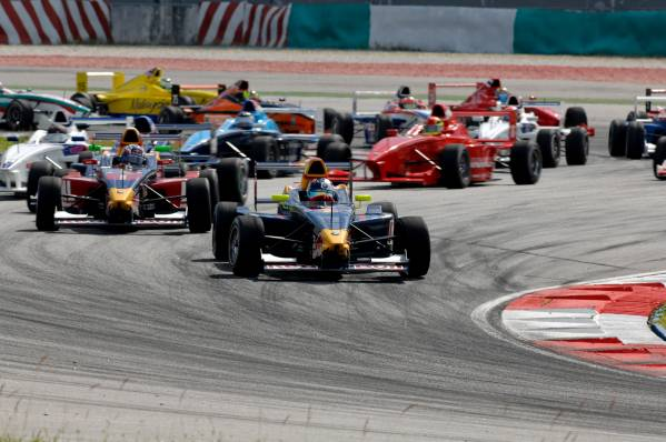 P90060906-​16-may-201​0-sepang-m​as-formula​-bmw-pacif​ic-round-6​-12-carlos​-sainz-jr-​leading-th​e-race-thi​s-image-is​-599px