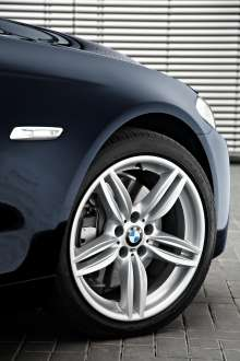 BMW 5 Series M Sports Package 18-inch M light alloys (06/2010).