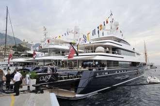 "BMW at the Monaco Yacht Show: Luxury yacht ""Cloud 9"", BMW brand ambassador Prinz Leopold von Bayern (09/2010)"