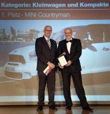 Autorevue Award 2010: MINI Countryman - Sieger in der Kategorie Kleinwagen & Kompakte. Christian Kornherr, Chefredakteur Autorevue und Gert Hildebrand, Leiter Designstudio MINI, BMW Group (10/2010)