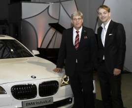 Adrian van Hooydonk, Senior Vice President BMW Group Design, und Werner Husmann, Director Marketing & Sales Steinway & Sons (11/2010).