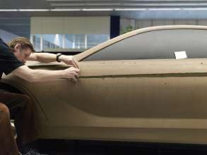 Perfect surfaces - A modeller at the clay model of the BMW 6 Series Coupe (03/2011).