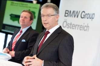 2010 - ein Jahr der Rekorde für die BMW Group in Österreich. vlnr: Dr. Gerhard Pils, GF BMW Austria GmbH, Salzburg; DI (FH) Gerhard Wölfel, GF BMW Motoren GmbH, Steyr (01/2011)