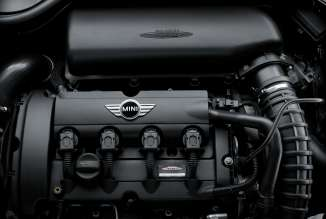 MINI Cooper S engine with optimized engine management (03/2011)