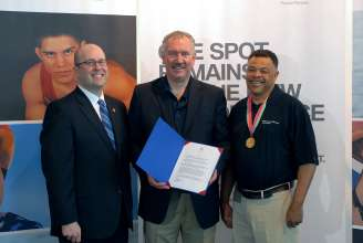 •	Brad Reynolds, Director of Constituent Affairs for the Office of Governor John Kasich of Ohio (left) recognized Wayne Orchowski, COO for BMW Group Financial Services and Jerry Page, Olympic Gold Medalist and Columbus resident (right), for the spirit of performance and commitment personified in the