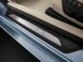 BMW ActiveHybrid 3: Entry sill (10/2011)