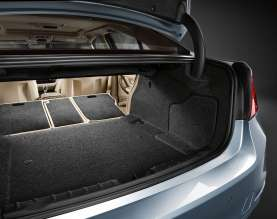 BMW ActiveHybrid 3: Luggage compartment (10/2011)