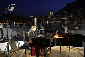 BMW at the Monaco Yacht Show 2011: Steinway & Sons Pianistin Felicia Teodorescu