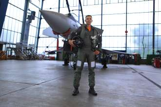 Test pilot Robert Hierl in front of the Eurofighter (10/2011)