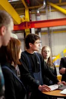Mitarbeiter im BMW Werk Landshut. (02/2012)
