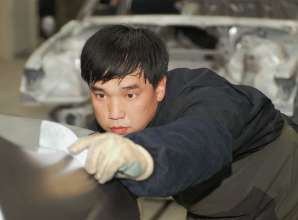 BMW Brilliance Joint Venture Shenyang, China, Karosseriewerkstatt, Qulaitätsprüfung. (02/2012)