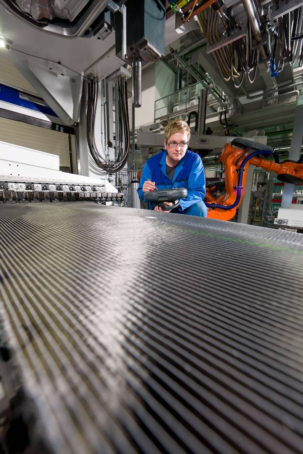 BMW Plant Landshut: new innovation and production centre for CFRP - an employee at the preform machine for CFRP components, quality check and programming (03/2012)