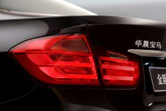 Die neue BMW 3er Limousine Langversion, Modellbezeichnung am Heck (04/2012)