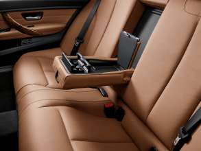 Die neue BMW 3er Limousine Langversion, Mittelarmlehne hinten mit Staufach (04/2012)