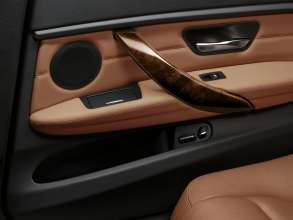 The new BMW 3 Series sedan long wheelbase version, Arm rest with gentlemen function in the rear (04/2012)