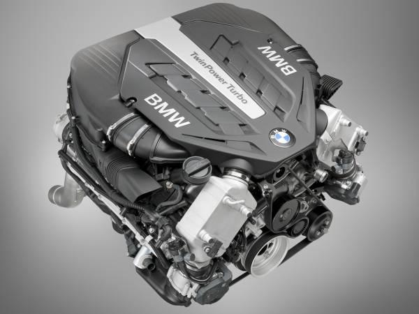 BMW TwinPower Turbo V8-Zylinder Benzinmotor (04/2012)