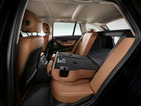 BMW 3 Series Touring, through-loading system with 40:20:40 folding rear seat backrest (05/2012