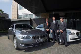 Keraton At The Plaza selects BMW as official limousine (06/2012)