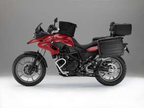 BMW F 700 GS with special equipment: Vario luggage system, tank bag, Akrapovič sports silencer, windscreen small (tinted), comfort seat, BMW Navigator IV, hand protectors, crash bars, plastic engine guard