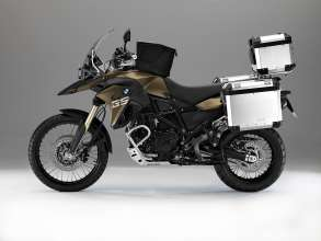 BMW F 800 GS with special equipment: aluminium luggage system, tank bag, Akrapovič sports silencer, touring windscreen, rally seat, enduro footrests, BMW Navigator IV, hand protectors, crash bars, aluminium engine guard, headlight guard, LED auxiliary headlight