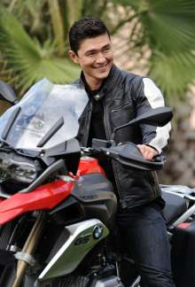 Rick Yune ONE WORLD. ONE R 1200 GS. THE RIDE OF YOUR LIFE. BMW Motorrad. (11/12)