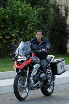Adrien Brody ONE WORLD. ONE R 1200 GS. THE RIDE OF YOUR LIFE. BMW Motorrad. (11/12)