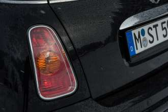 MINI Cooper (Model Year 2003). (02/2013)