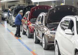 BMW Manufacturing reported record production volume of 301,519 vehicles in 2012. The BMW X3 accounted for nearly half of all vehicles produced (150,143). (01/2013)