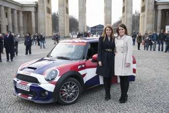 Princess Beatrice und Princess Eugenie of York. GREAT Britain MINI Tour in Berlin (01/2013)