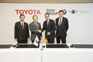 Signing of the contract for the cooperation between BMW Group and Toyota Motor Corporation in Nagoya/Japan on 24 January 2013 (01/2013).