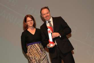 Dr. Ian Robertson, Member of the Board of Management of BMW AG, Sales and Marketing BMW, and Birgit Priemer, assistant editor-in-chief auto motor und sport (01/2013)