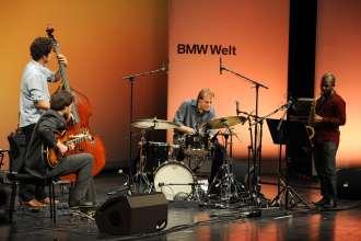 Sieger BMW Welt Jazz Award 2013: Ari Hoenig Quartet aus New York. Gilad Hekselman (Gitarre), Orlando le Fleming (Bass), Ari Hoenig (Schlagzeug), Tivon Pennicott (Saxophon)