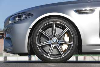 The new BMW M5. Exterior, Competition Package 20-inch M light-alloy wheels. (05/2013)