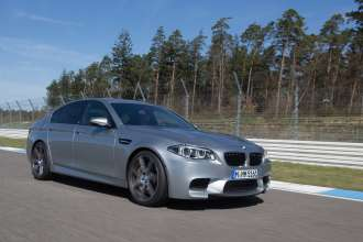 The new BMW M5. Exterior, BMW Individual Paintwork Pure Metal Silver. (05/2013)