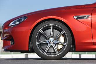 The BMW M6 Coupe. Exterior, Competition Package 20-inch M light-alloy wheels. (05/2013)