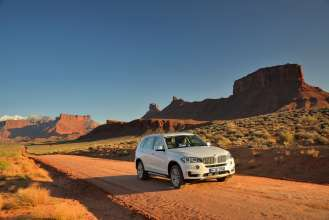 The new BMW X5 xDrive30d, Design Pure Experience, Mineralwhite (05/2013)