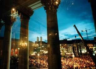 """""""Oper für alle"""" auf dem Max-Joseph-Platz in München © Wilfried Hösl / Bayerische Staatsoper"""