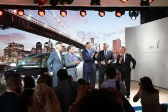 World premiere BMW i3 in New York City, USA - Dr. Norbert Reithofer, Chairman of the Board of BMW AG with Governor Jay Inslee, Michael Bloomberg, Mayor of New York City, Peter Schwarzenbauer, Member of the Board of BMW AG, MINI, BMW Motorrad, Rolls-Royce, BMW Group Aftersales and Ludwig Willisch, Head of Region Americas (07/2013).