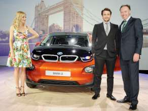 Sienna Miller, James Franco and Ian Robertson at the world premiere of the BMW i3 in London. (07/2013)