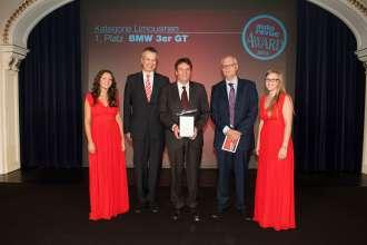 Autorevue Award 2013 - Kurt Egloff, CEO BMW Group Austria, übernimmt die Auszeichnung für den BMW 3er Gran Turismo, Platz 1 in der Kategorie