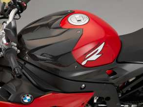 BMW S 1000 R mit HP carbon airbox cover (11/2013)
