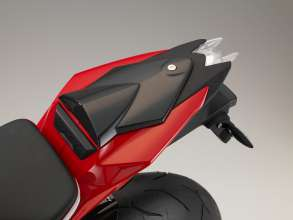BMW S 1000 R with HP Carbon tail-hump cover (11/2013)