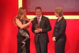 Das Goldene Lenkrad 2013 (Golden Steering Wheel, Dr. Herbert Diess, Jutta Kleinschmidt, Barbara Schöneberger (11/2013)