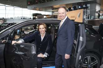 Dr. Ian Robertson, Member of the Board of Management of BMW AG, Sales and Marketing BMW, with the head of the Bavarian State Chancellor's Office and State Minister for Federal Affairs and Special Tasks Christine Haderthauer. (11/2013)
