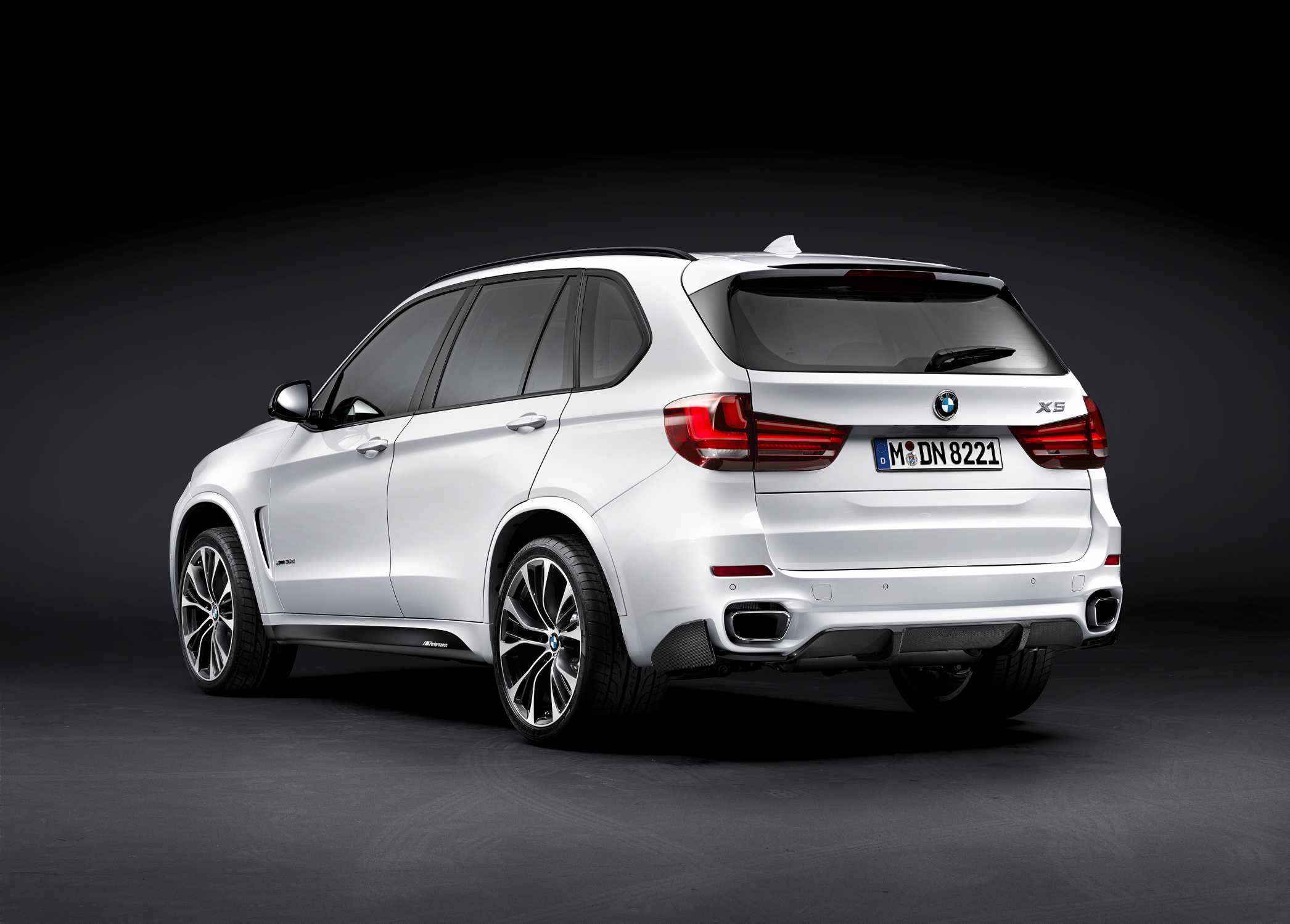 der neue bmw x5 mit bmw m performance zubeh r 11 2013. Black Bedroom Furniture Sets. Home Design Ideas